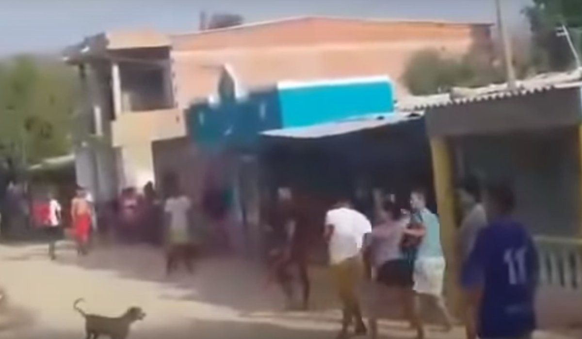 [Video] Casi los linchan por cambiarles la contraseña del WiFi
