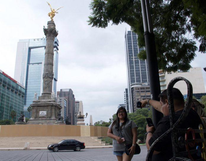 El monumento fue cerrado al público para iniciar las obras de reestructura por los daños que registró tras los sismos de septiembre de 2017. (Cuartoscuro Rogelio Morales)