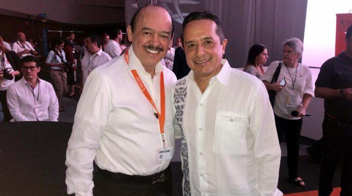 Dr. Raúl Beyruti Sánchez, Presidente y Fundador de GINgroup global y el Lic. Carlos Joaquín González, Gobernador Constitucional del Estado de Quintana Roo, México.